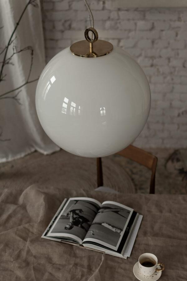 bardzo duża biała kula lampa wisząca ze szkła