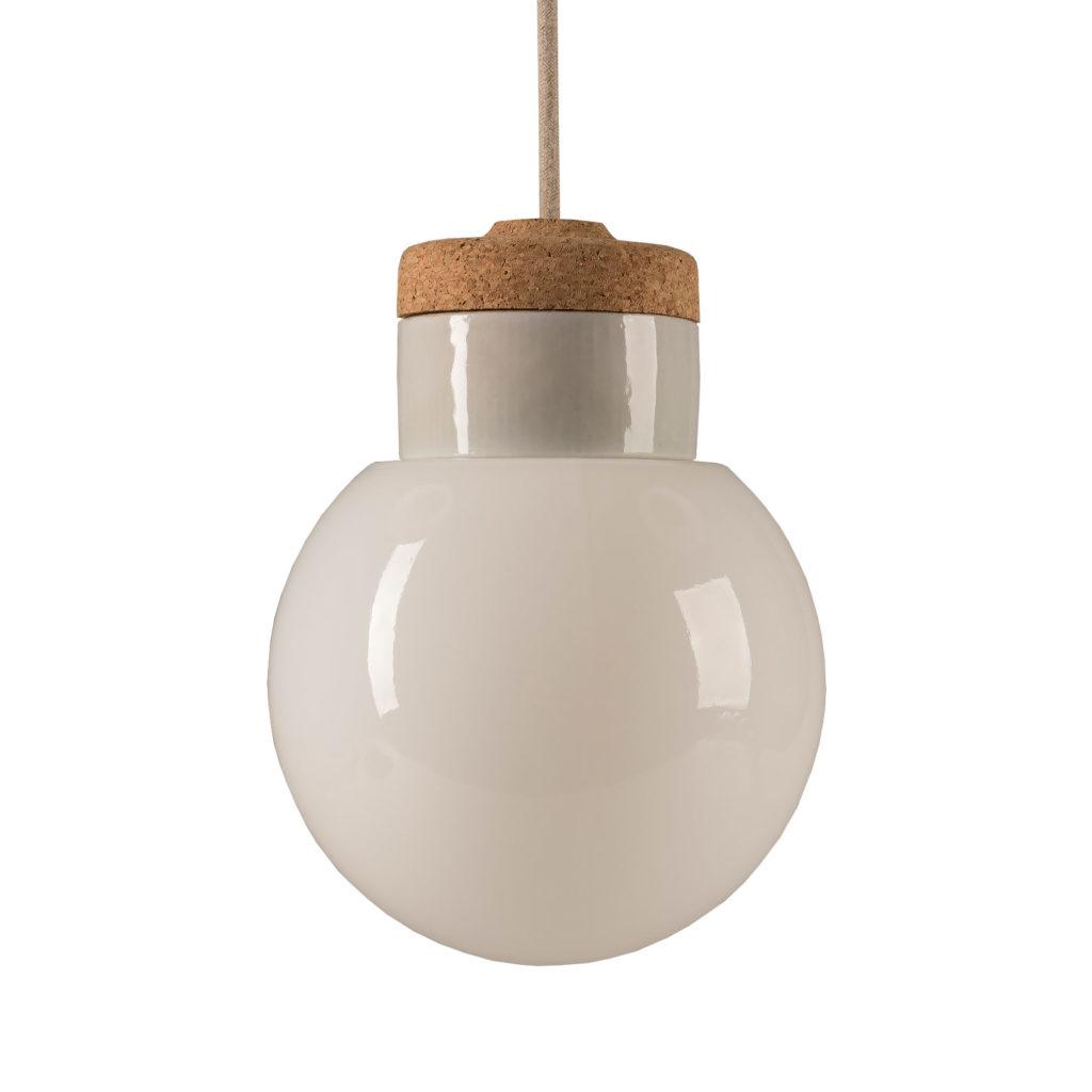 Mała stojąca lampka korkowa ze szklanym kloszem Kulka
