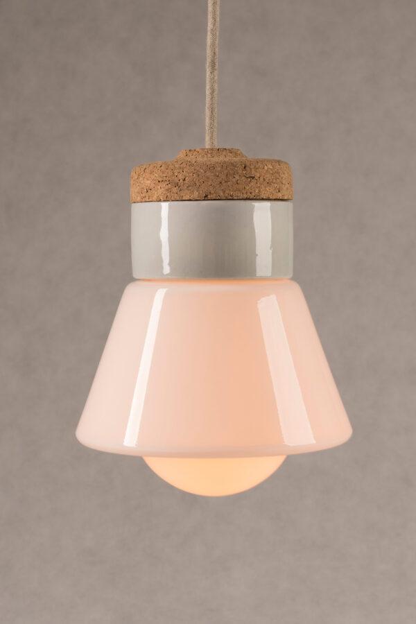 mała wisząca lampa korkowa Dzwonek ze szklanym białym kloszem 2