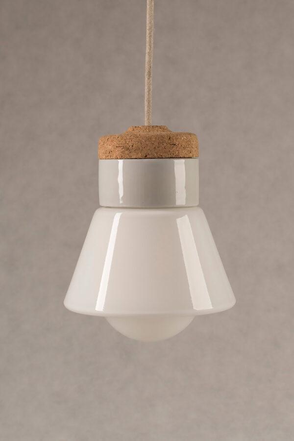 mała wisząca lampa korkowa Dzwonek ze szklanym białym kloszem 1