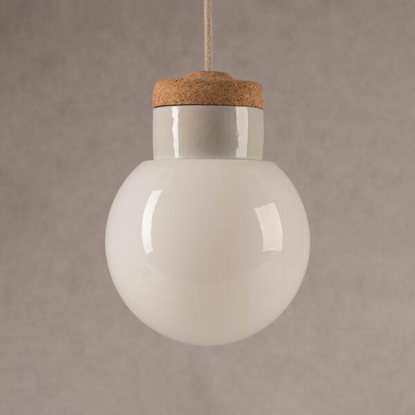 wisząca lampka korkowa z kloszem szklanym kulka