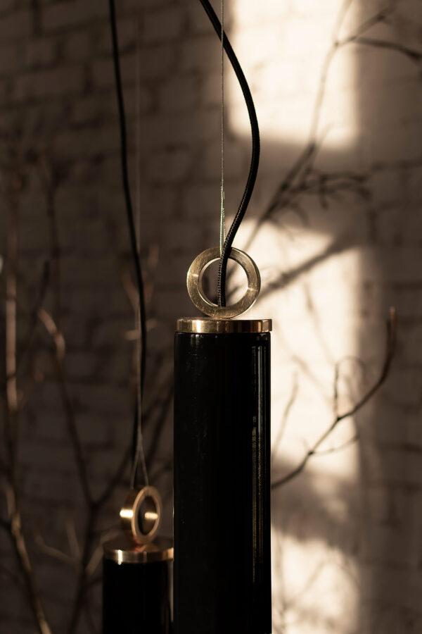 Czarna Szklana Lampa Wiszaca Kopenhaga z mosięznym pierścieniem
