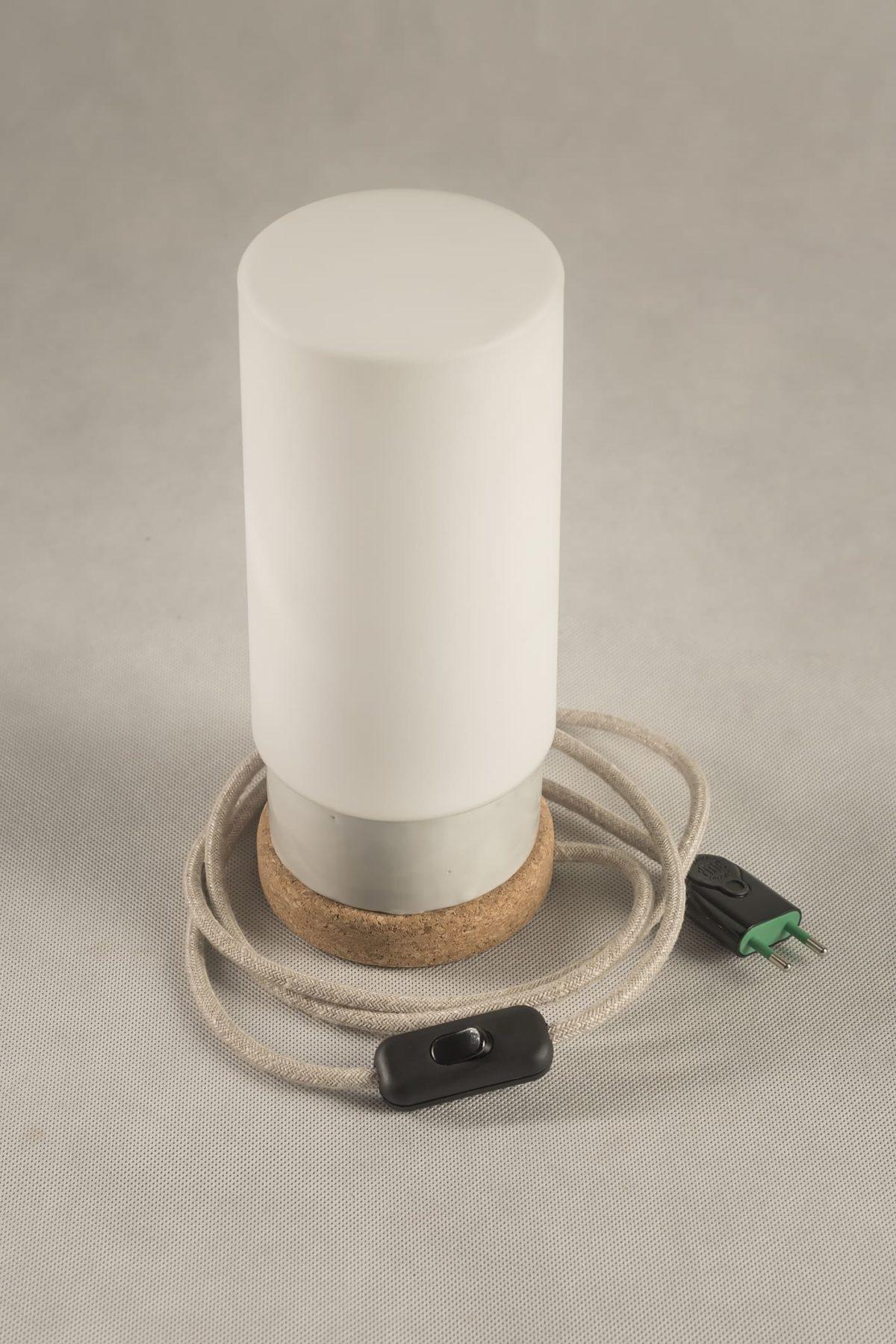 Mała stołowa lampka korkowa ze szklanym białym kloszem Cylinder 3
