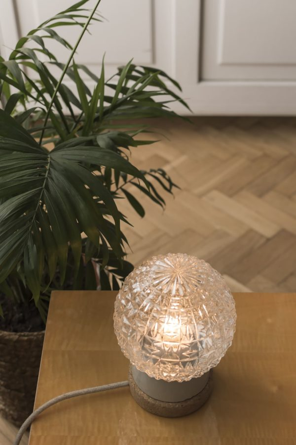 stołowa mała lampka korkowa ze szklanym kloszem Granat 3