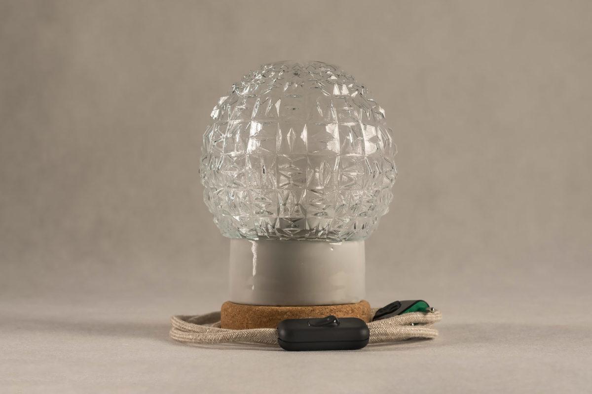 stołowa mała lampka korkowa ze szklanym kloszem Granat 2