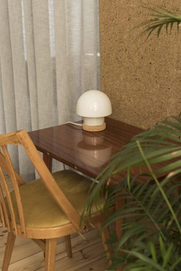 stołowa mała lampka korkowa ze szklanym kloszem Grzybek 2