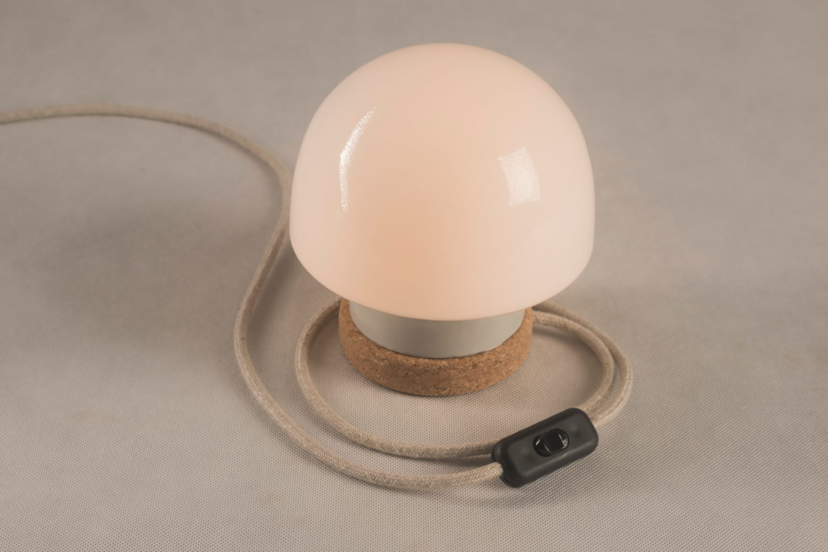 stołowa lampka korkowa ze szklanym kloszem Grzybek 2