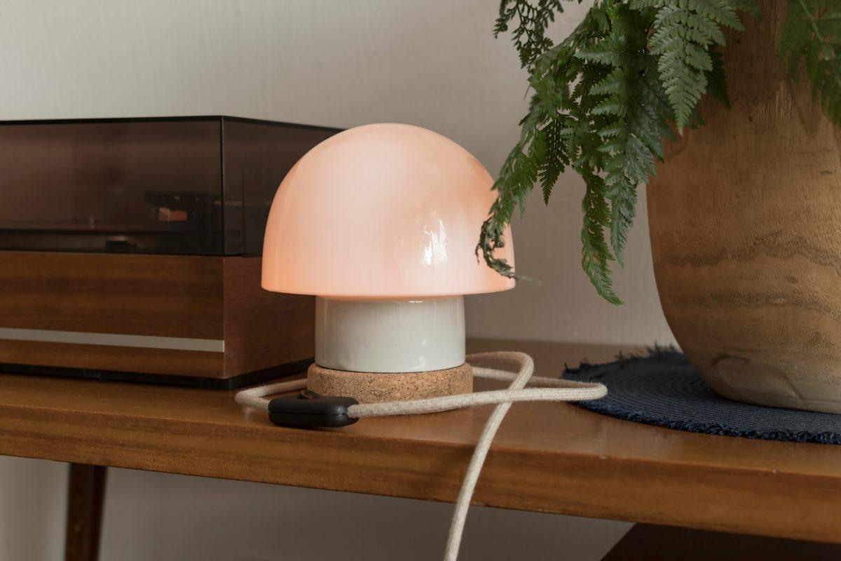 stołowa lampka korkowa ze szklanym kloszem Grzybek