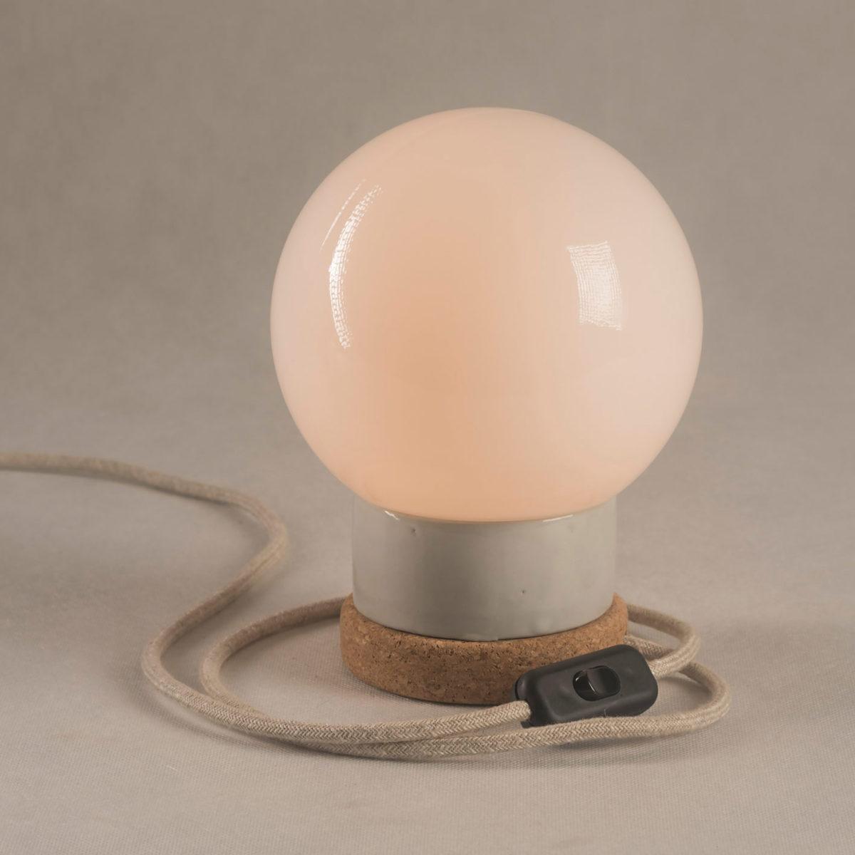 lampka korkowa ze szklanym kloszem kula