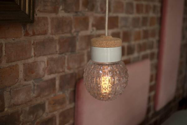 mała wisząca lampa korkowa Granat 2