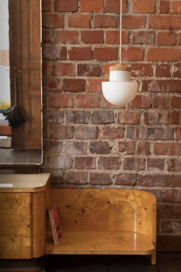 wisząca lampka korkowa z kloszem szklanym grzybek biały