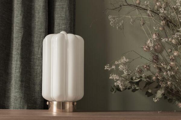 Szklana lampa stojąca Deco Białe z mosiężną podstawą 2