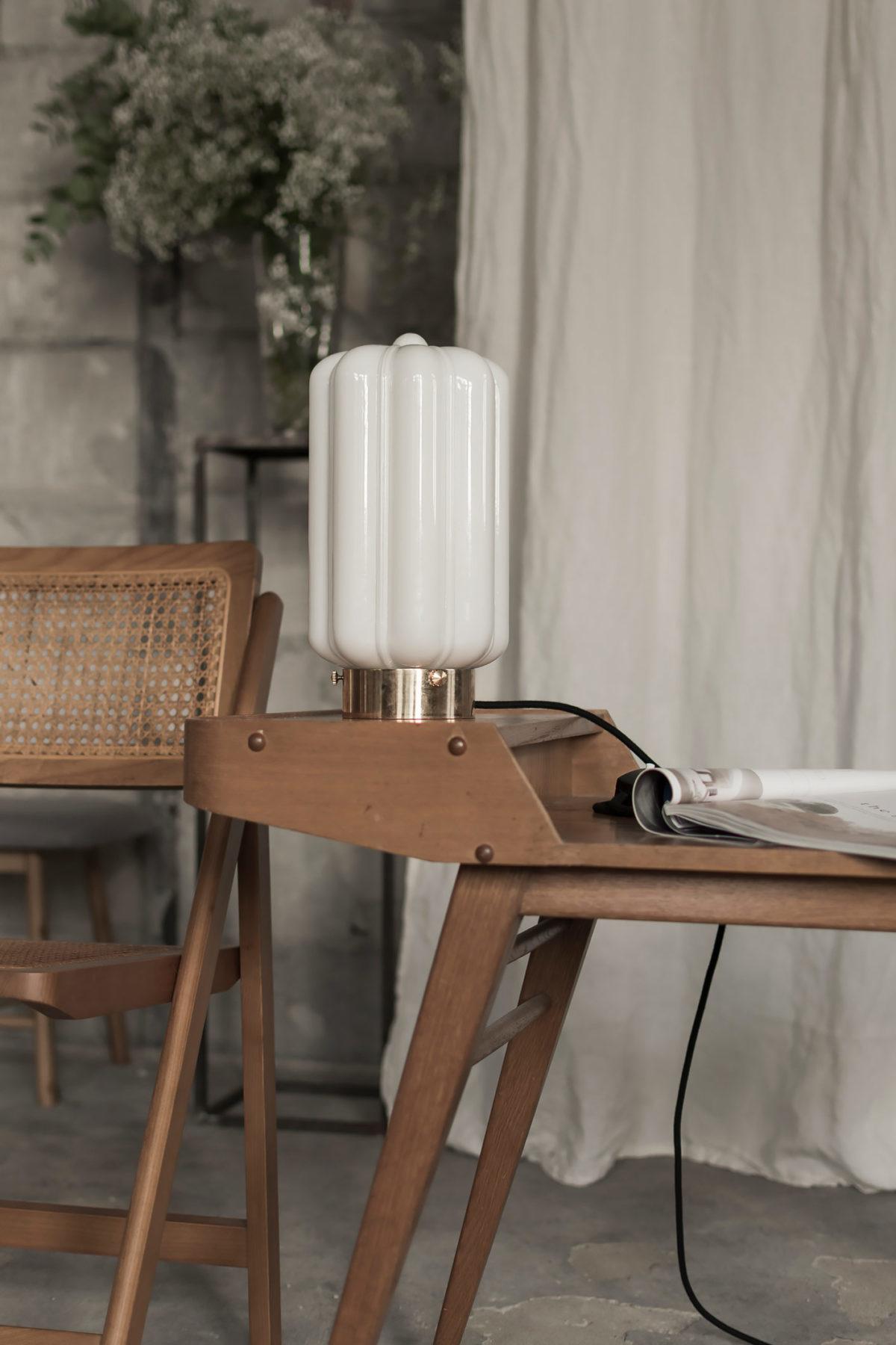 Szklana lampa stojąca Deco Białe