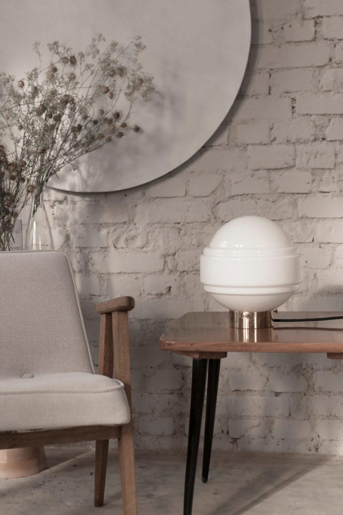 Szklana lampa stołowa Saturn z mosiężną podstawą 5