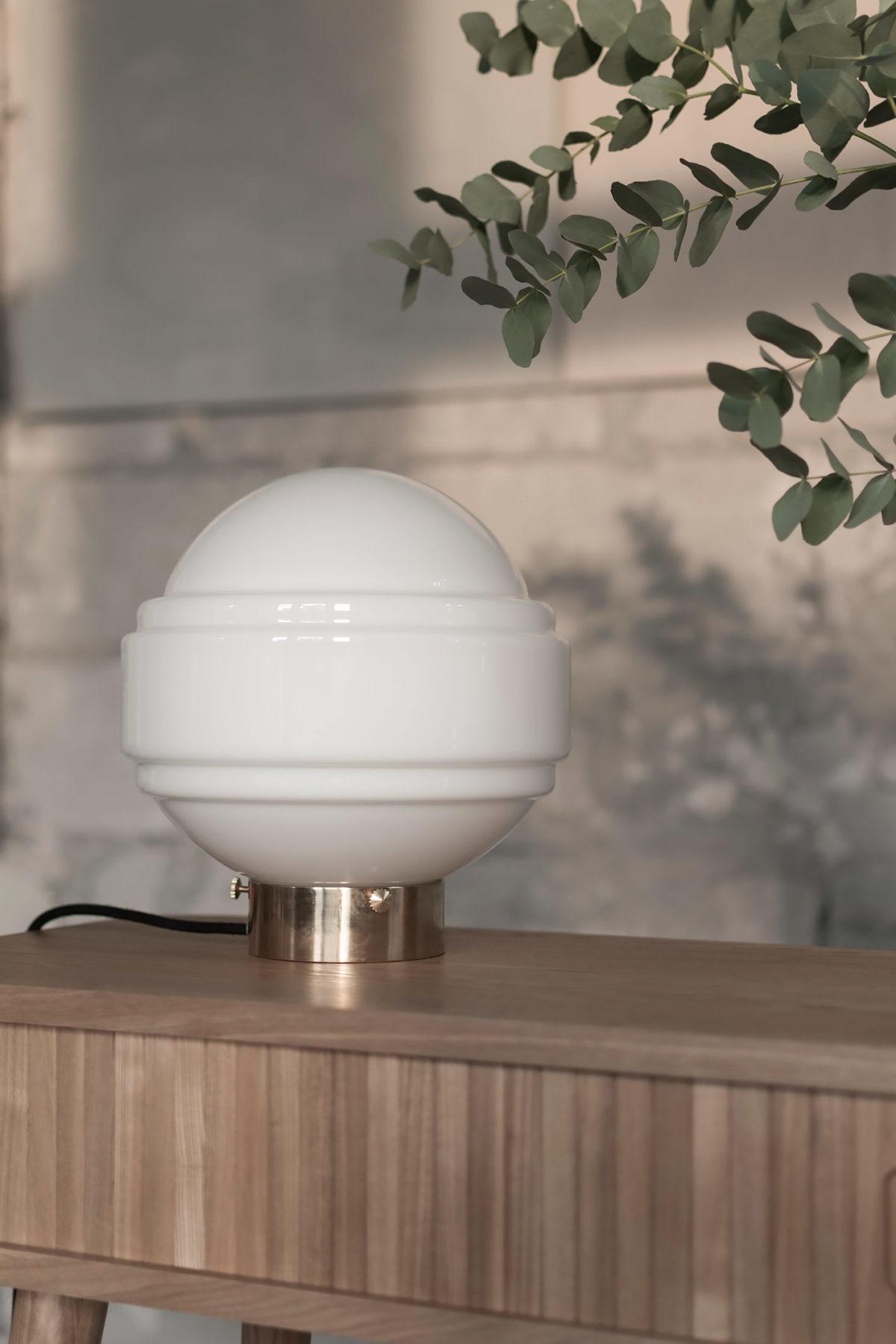 Szklana lampa stołowa Saturn z mosiężną podstawą 1