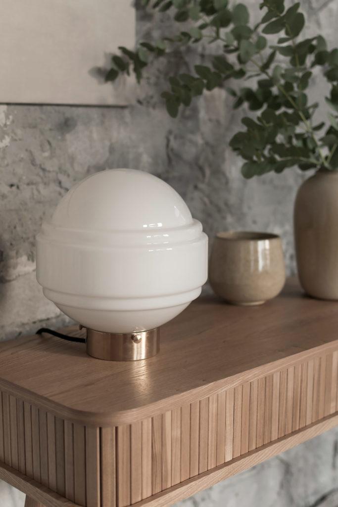 Szklana lampa stołowa Saturn z mosiężną podstawą 4