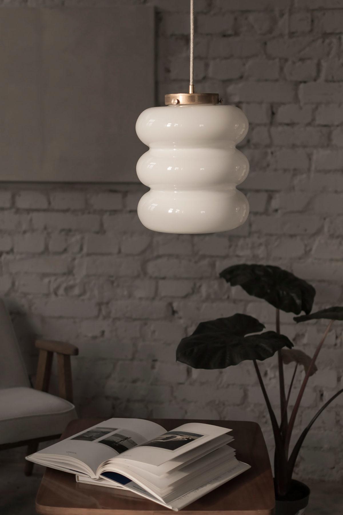 lampa Bibe z kloszem z ręcznei dmuchanego szkła mlecznego 6