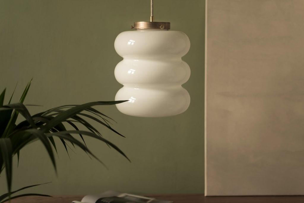 lampa Bibe z kloszem z ręcznei dmuchanego szkła mlecznego 5