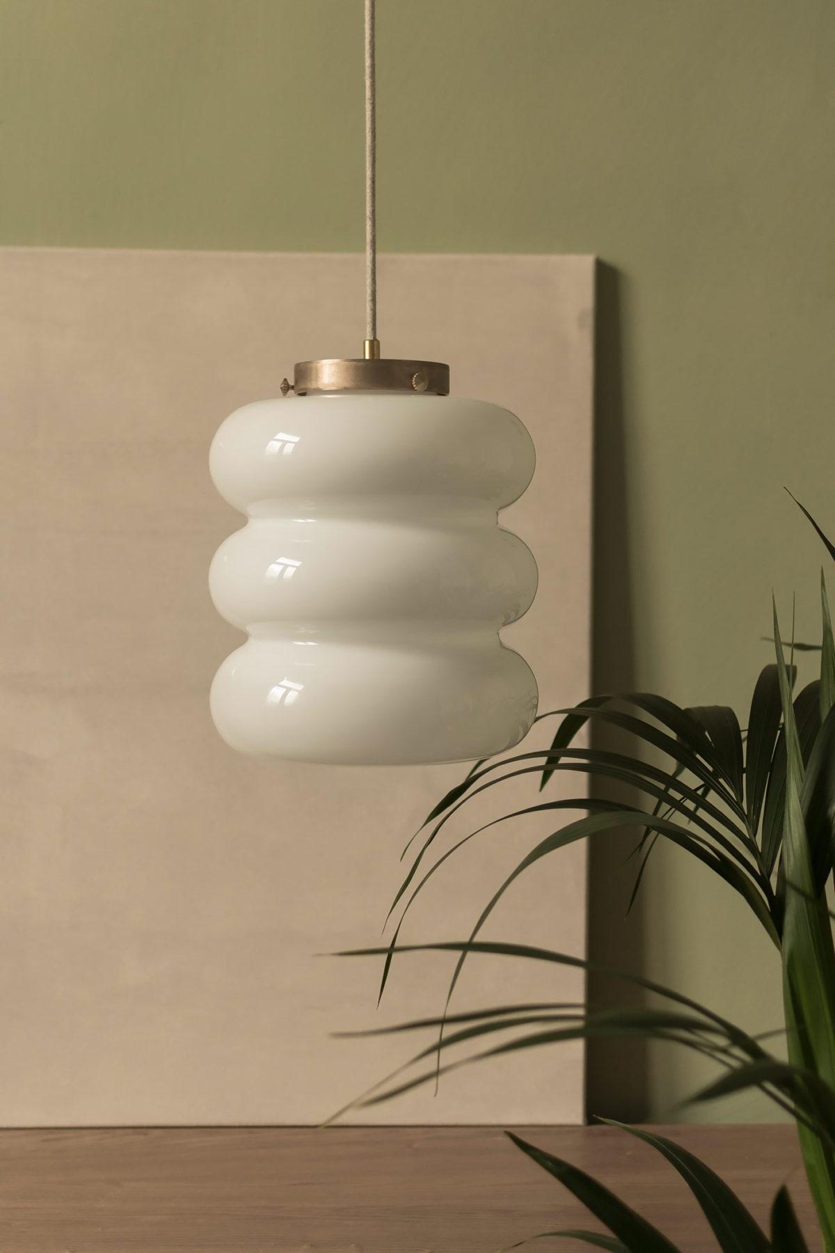 lampa Bibe z kloszem z ręcznei dmuchanego szkła mlecznego 4