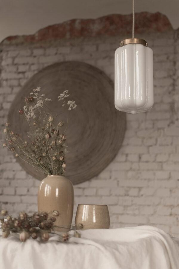Szklana lampa wisząca Deco mleczne z deklem mosiężnym 3