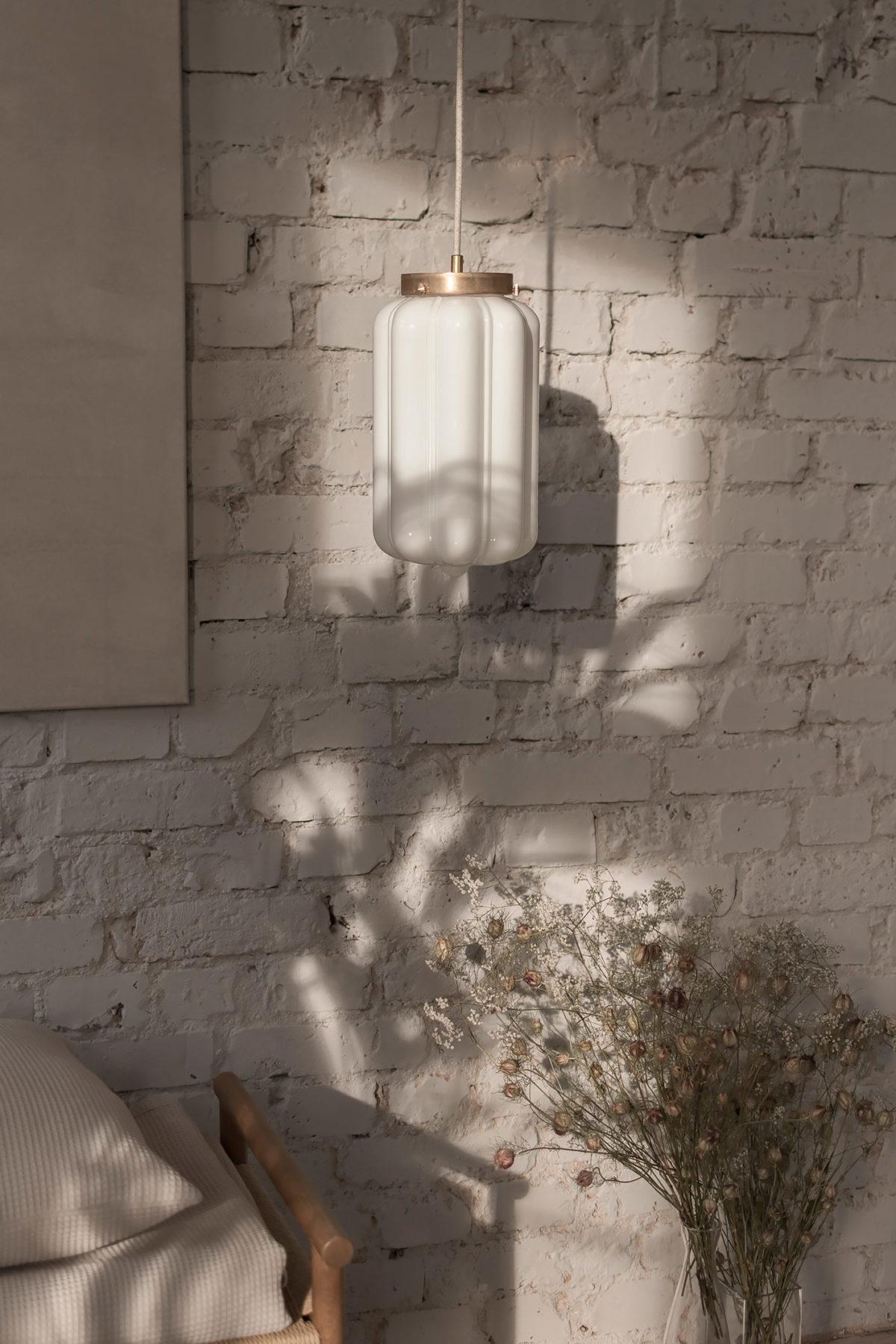 Szklana lampa wisząca Deco mleczne