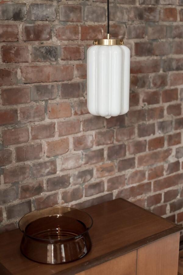 Szklana biała lampa wisząca Deco opalowe 3