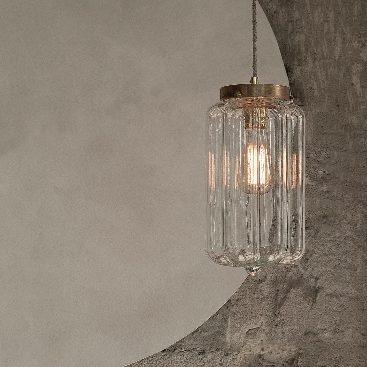Szklana lampa wisząca Deco przezroczyste z mosiężnym deklem