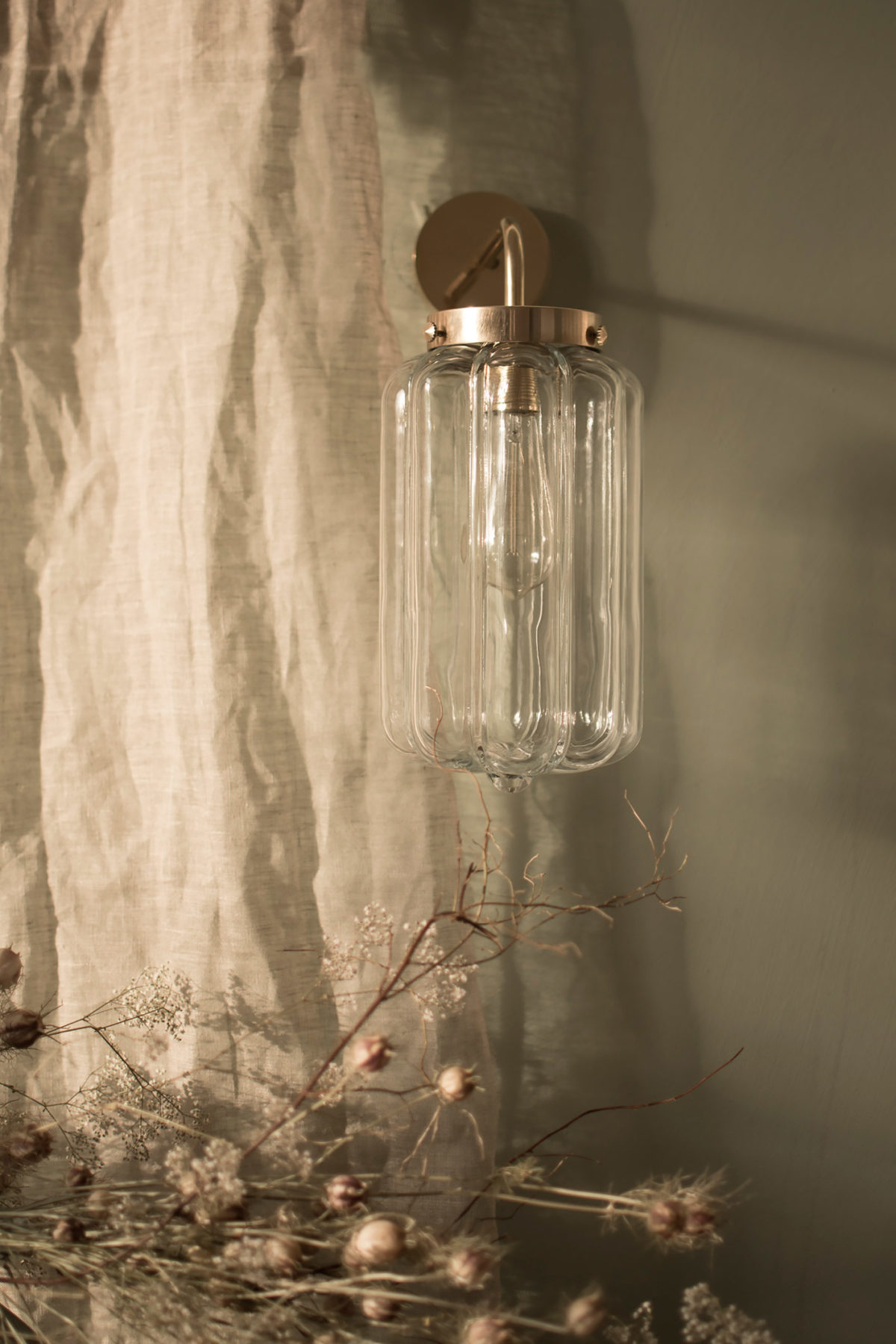 Szklany kinkiet Deco Jasne z mosiężnym ramieniem 2